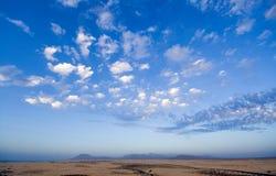 Woestijn en hemel Fuerteventura Royalty-vrije Stock Afbeelding