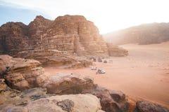 Woestijn van het parkwadi rum van Jordanië de nationale Mooie mening en panoramatic beeld Natuurlijke achtergrond Zonsondergang i Stock Afbeelding