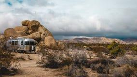 Woestijnaanhangwagen het kamperen Royalty-vrije Stock Afbeeldingen