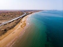 Woestijnkust in het satellietbeeld van de V.A.E stock afbeeldingen