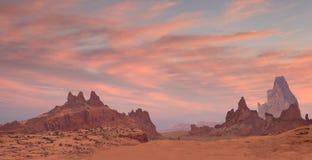 Woestijnlandschap bij Zonsondergang Stock Afbeeldingen
