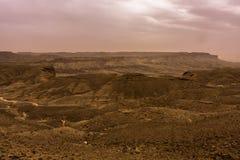Woestijnlandschap met onweerswolken en zandstorm in Lagere Najd, Saudi-Arabië royalty-vrije stock afbeelding