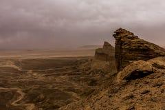 Woestijnlandschap met onweerswolken en zandstorm in Lagere Najd, Saudi-Arabië stock afbeeldingen