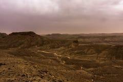 Woestijnlandschap met onweerswolken en zandstorm in Lagere Najd, Saudi-Arabië royalty-vrije stock afbeeldingen