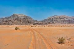 Woestijnlandschap onder Blauwe Hemel Stock Afbeelding