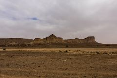 Woestijnlandschap op een bewolkt dagzuidoosten Raghabah, Saudi-Arabië royalty-vrije stock fotografie