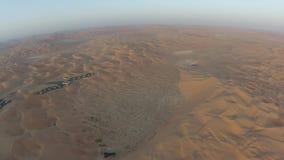 Woestijnmening van de lucht vroeg in de ochtend stock footage