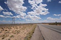 Woestijnweg in Arizona Royalty-vrije Stock Afbeeldingen