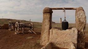Wohle und hölzerne Warenkörbe des alten Arabisch leben Kamera stock footage