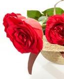 Wohlriechender Blumenstrauß Rose auf dem Hut der Dame Lizenzfreies Stockfoto