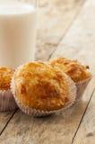 Wohlschmeckendes Muffin mit Schinken und Käse Stockbild