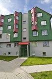 Wohnblock voll von Farben Stockbild