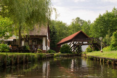 Wohnen auf einem Kanal in Spreewald Deutschland Lizenzfreies Stockfoto
