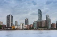 Wohngebäude in Canary Wharf in London, England Lizenzfreies Stockbild
