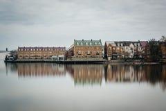 Wohngebäude entlang der der Potomac-Ufergegend, in Alexa lizenzfreie stockfotos