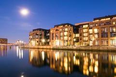 Wohngebäude im inneren Hafen-Bereich in Baltimore, Maryl lizenzfreie stockbilder