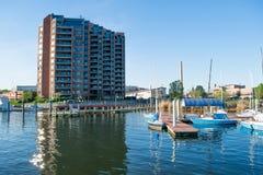 Wohngebäude im inneren Hafen-Bereich in Baltimore, Maryl lizenzfreie stockfotografie