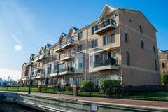 Wohngebäude im inneren Hafen-Bereich in Baltimore, Maryl lizenzfreies stockbild