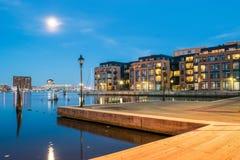 Wohngebäude im inneren Hafen-Bereich in Baltimore, Maryl stockfotografie