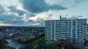 Wohngebäude um Privathäuser stock video footage