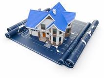 Wohnhaus auf Architektenlichtpausen. Wohnungsprojekt. Lizenzfreies Stockfoto