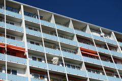 Residence in Berlin. Wohnhaus in Berlin, Hochhaus und blauer Himmel royalty free stock image