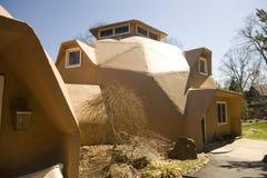 Wohnhaus der geodätischen Kuppel lizenzfreie stockfotos