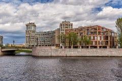 """Wohnkomplex """"Omega HouseÂ"""" der neuen Auslese und Geschäftszentrum in St Petersburg Lizenzfreie Stockfotos"""