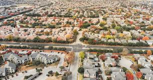 Wohnnachbarschaft der panoramischen Vogelperspektive Tal-Ranch und lizenzfreie stockbilder