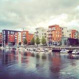 Wohnnachbarschaft in Stockholm an einem regnerischen Tag Lizenzfreie Stockfotografie