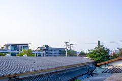Wohnnachbarschaftsunterteilungs-Skyline-Luftschuß, Ansicht über die Dächer von Changmai stockbild