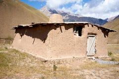 Wohnsitz der einheimischen Bevölkerung in den Bergen von Kirgisistan Lizenzfreie Stockfotos
