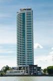 Wohnung mit Hintergrund des blauen Himmels Lizenzfreie Stockbilder