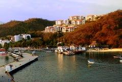 Wohnungen über dem Hafen Lizenzfreie Stockbilder