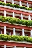 Wohnungen außen mit Anlagen Stockbilder