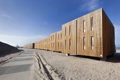 Wohnungen auf dem Strand von Hoek-Packwagen Holland Lizenzfreie Stockfotografie