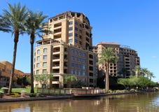 Wohnungen auf Riverwalk Stockbilder