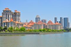 Wohnungen durch Kallang Basin Lizenzfreies Stockbild