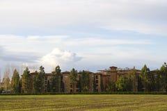 Wohnungen und Wolke Stockfotografie