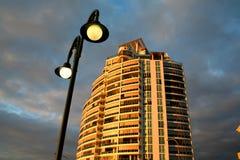 Wohnungs-Kontrollturm und Straßenbeleuchtung Stockfotos