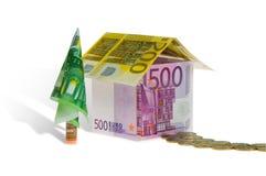 Wohnungsbaudarlehenhaus gebildet vom Geld Lizenzfreie Stockfotografie