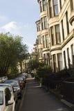 Wohnungsgebäude in der Straße von Glasgow Stockbild