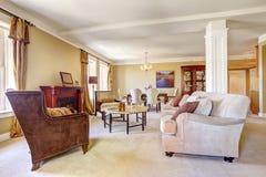 Wohnungsinnenraum Wohnzimmer mit Speiseraum Stockbild