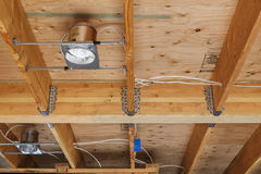Wohnungsneubaulichter und Decke, Detail Stockbilder