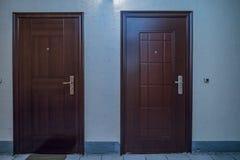 Wohnungstüreingang lizenzfreie stockfotografie