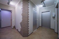 Wohnungstüreingang lizenzfreies stockfoto