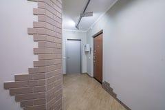 Wohnungstüreingang lizenzfreie stockbilder