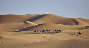 Wohnwagen in der Sahara-Wüste April 16.2012 Lizenzfreie Stockfotos