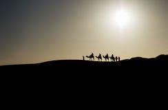 Wohnwagen in der Sahara-Wüste Lizenzfreie Stockfotos