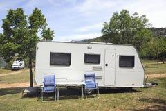 Wohnwagen an einem Kampieren Lizenzfreies Stockbild